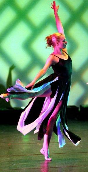 Rachel Närhi dancing in action.